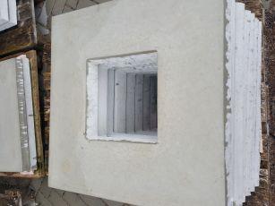 Abdeckplatte 50x50cm aus Beton mit Wassernase 25x25 cm Ausschnitt