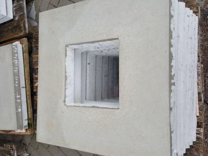 Abdeckplatte 62x62 cm aus Beton mit Wassernase 25x25 cm Ausschnitt